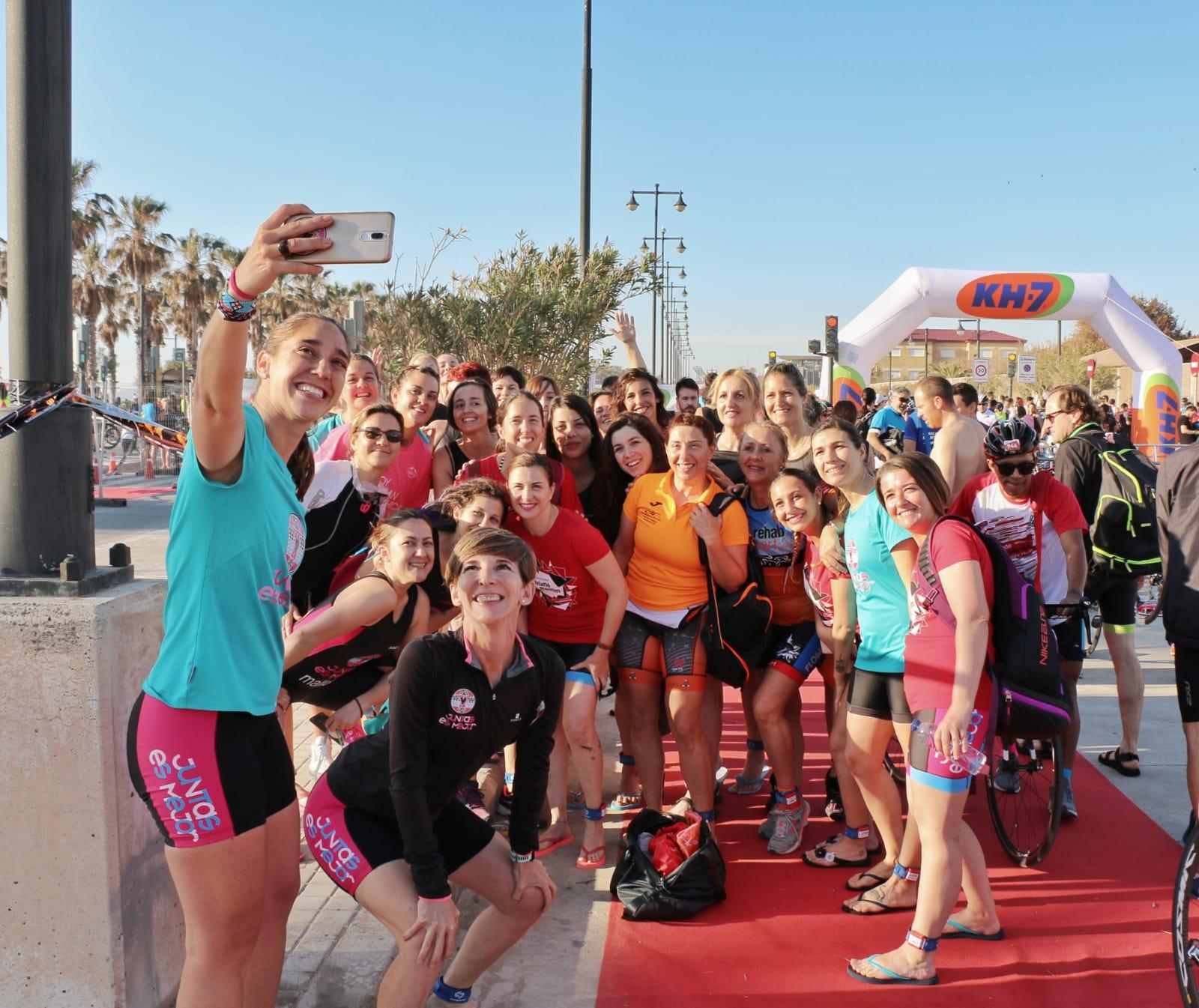 Selfie todas en boxes Triatló Marítim 2019 Juntas Es Mejor